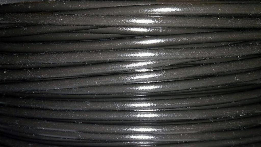 Nahaufnahme einer verschmutzten Rolle PETG Filament, nach 2 Wochen ungschützt im Lager