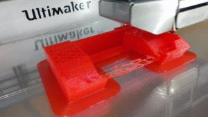 Der zweite Testdruck mit rotem Geeetech 3D-PLA